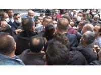 Kızı PKK tarafından dağa kaçırılan baba HDP Genel Merkezi önünde