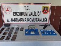 Ağrı'dan Erzurum'a giden arabada uyuşturucu bulundu