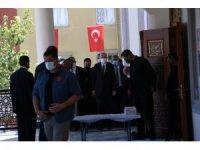 Cumhurbaşkanı Erdoğan, Cuma namazını Mersin'de Emir Sultan Camiinde kıldı