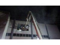 İzmir'de orman ürünleri depo ve atölyesinde çıkan yangın söndürüldü