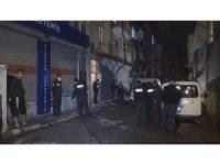 Buca'da bir kişi evinde silahla vurulmuş halde ölü bulundu