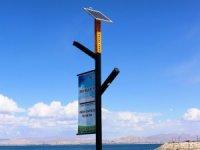 Güneş enerjisiyle çalışan telefon şarj istasyonu üretildi