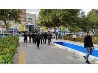 Gazetecilere 'Terörist miyiz?' diyen hırsızlık şüphelilerinden 3'ü tutuklandı