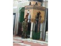 İsrail askerleri Harem-i İbrahim Camii'ne baskın düzenledi