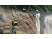 Hindistan'da sel ve toprak kayması: 16 ölü