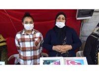 Terör örgütü PKK'nın dağa kaçırdığı ağabeyi için annesiyle nöbette