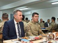 Vali Elban, Askerle İftarda Buluştu