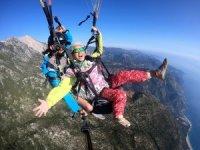 75 yaşındaki Çinli kadın yamaç paraşütü yaptı