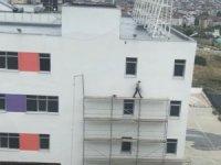 hiçbir güvenlik önlemi almadan çalışan işçi yürekleri ağızlara getirdi