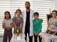 AİÇÜ'lü Öğrenci Van'da Sergi Açtı
