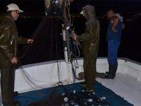Balıkçılar gece de mesai yapıyor