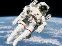 Astronotlar dünyaya geri dönüyor