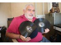 Hurdacıyken bulduğu plak ve kasetleri biriktirerek koleksiyoner oldu