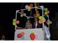 Düğün alanına vinçle indiler, nostaljik kamyoneti gelin arabası yaptılar