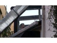 İngiliz ajan James Le Mesurier'in düştüğü binanın çatısında inceleme