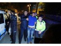Kavgayı ayırmaya giden polislere tabancayla ateş açıldı