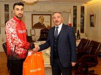 Rektör Karabulut, dünya ikincisi sporcuyu kutladı