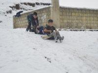 Ağrılı çocuklar özledikleri karın tadını çıkardı