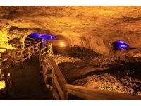 Paleozoik döneme ait Sulu Mağara turistleri ağırlıyor