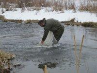 Ağrı'da eksi 25 derecede balık avı