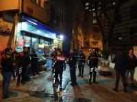 Beyoğlu'nda sokak ortasındaki kavga kanlı bitti: 1 yaralı