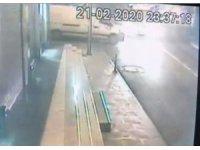 Alkollü sürücünün ortalığı savaş alanına çevirdiği kaza kamerada