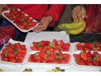 Çilek, kilosu 30 liradan pazara giriş yaptı