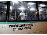 Van'da korona virüse karşı toplu taşıma araçlarını ilaçlıyor