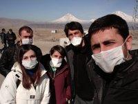 Sınıra giden gazetecilerden Corona Önlemi