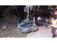 Eşini ve babasını ararken, kaza yaptıkları aracı buldu