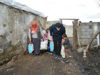Savcı Sayan'dan korona virüs nedeniyle dışarıya çıkamayan ihtiyaç sahiplerine yardım
