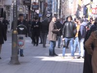 Ağrı'da sokaklar 'Evde kal' uyarılarına rağmen dolup taştı