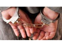 İzmir'de 17 yaşındaki genç kızı taciz ederek gasp eden 2 kişi tutuklandı