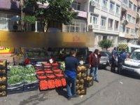 Kısıtlamaya rağmen tezgah kuran pazarcılara dudak uçuklatan ceza