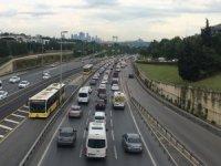 İstanbul'da kısıtlamasının kalkmasıyla trafik yoğunluğu yaşandı