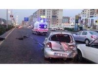 Diyarbakır'da kadın sürücü başka araç tarafından sıkıştırıldı: 2 yaralı