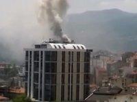 Alışveriş merkezinden yükselen dumanlar paniğe neden oldu