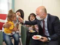 Vali Varol, Sevgi Evleri'nde kalan çocukları ziyaret etti
