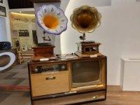 1800'lü yıllara ait gramofonların yer aldığı müzeye yoğun ilgi