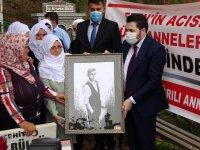 Ağrılı anneler, Eren Bülbül'ü mezarı başında andı