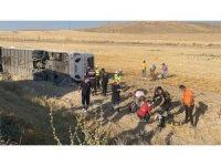 Aksaray'da yolcu otobüsü devrildi: 32 yaralı
