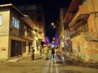 Apartman girişine bırakılan motosikletin alev aldı: Vatandaşlar binada mahsur kaldı