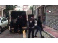 Göçmen kaçakçılarına ağır darbe: 37 gözaltı