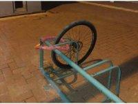 Yürüyüşün ardından bisikletini bu şekilde buldu