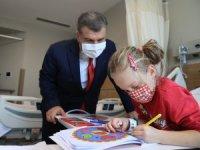 Bakan Koca'dan hastalara sürpriz ziyaret