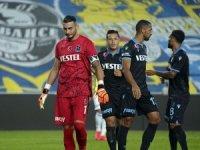 Fenerbahçe, sahasında  Trabzonspor'u 3-1 mağlup etti
