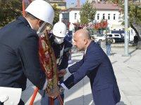 Ağrı'da 29 Ekim Cumhuriyet Bayramı dolayısıyla Atatürk Anıtı'na çelenk sunuldu