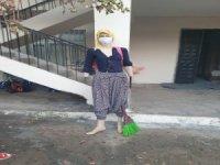 Korona virüse dikkat çekmek için cansız mankene maske taktı