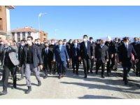 Bakan Kurum, tamamlanan deprem konutlarını inceledi
