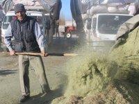 Ağrı'da saman fiyatları ekmekle yarışıyor